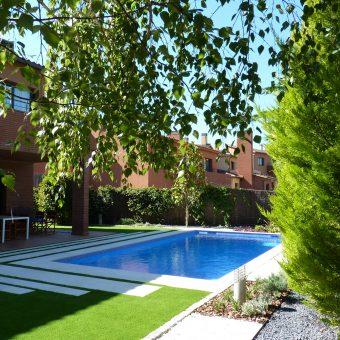 Jardín y piscina en Santa Agnès