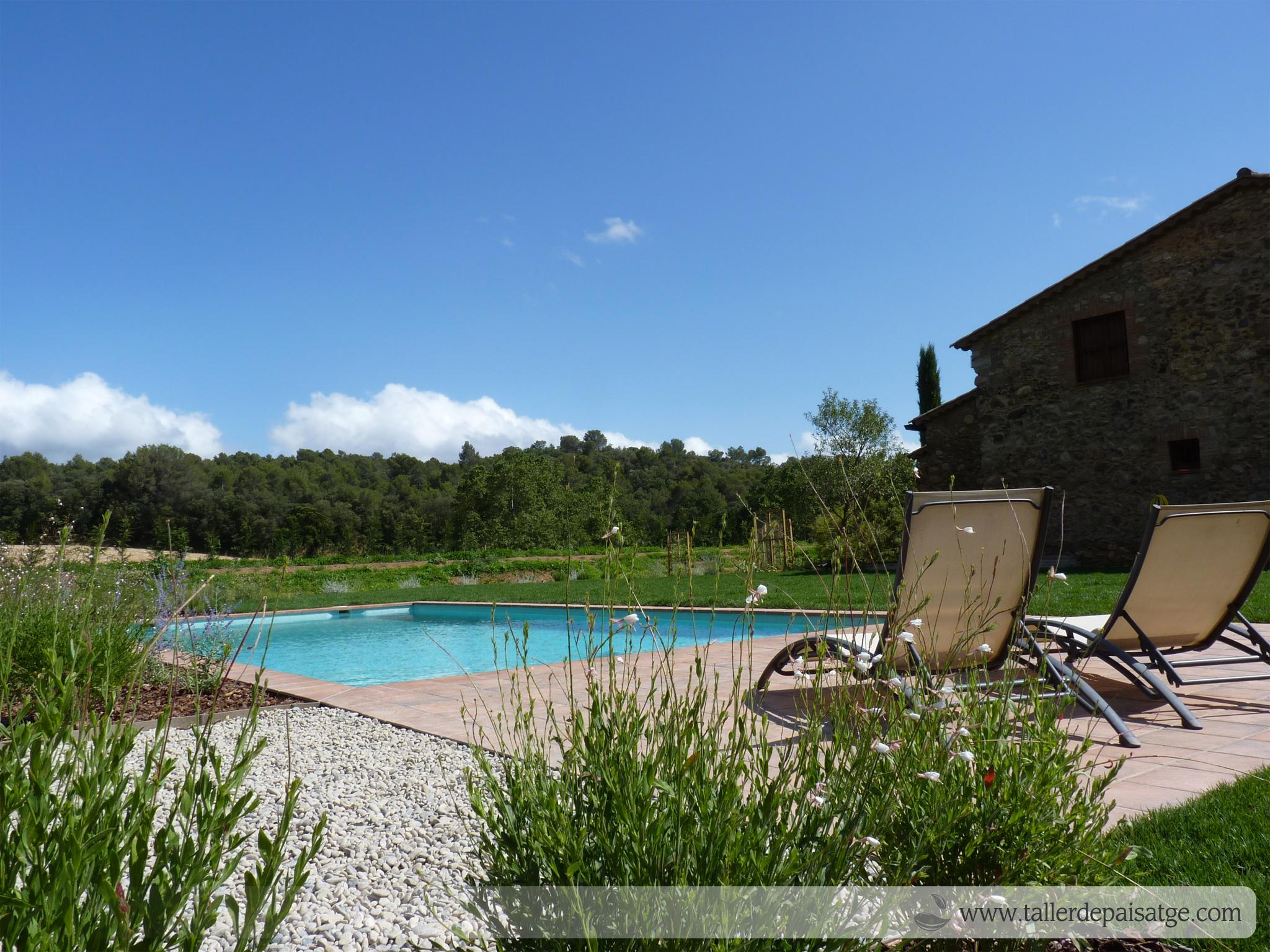 Jardí i piscina masia