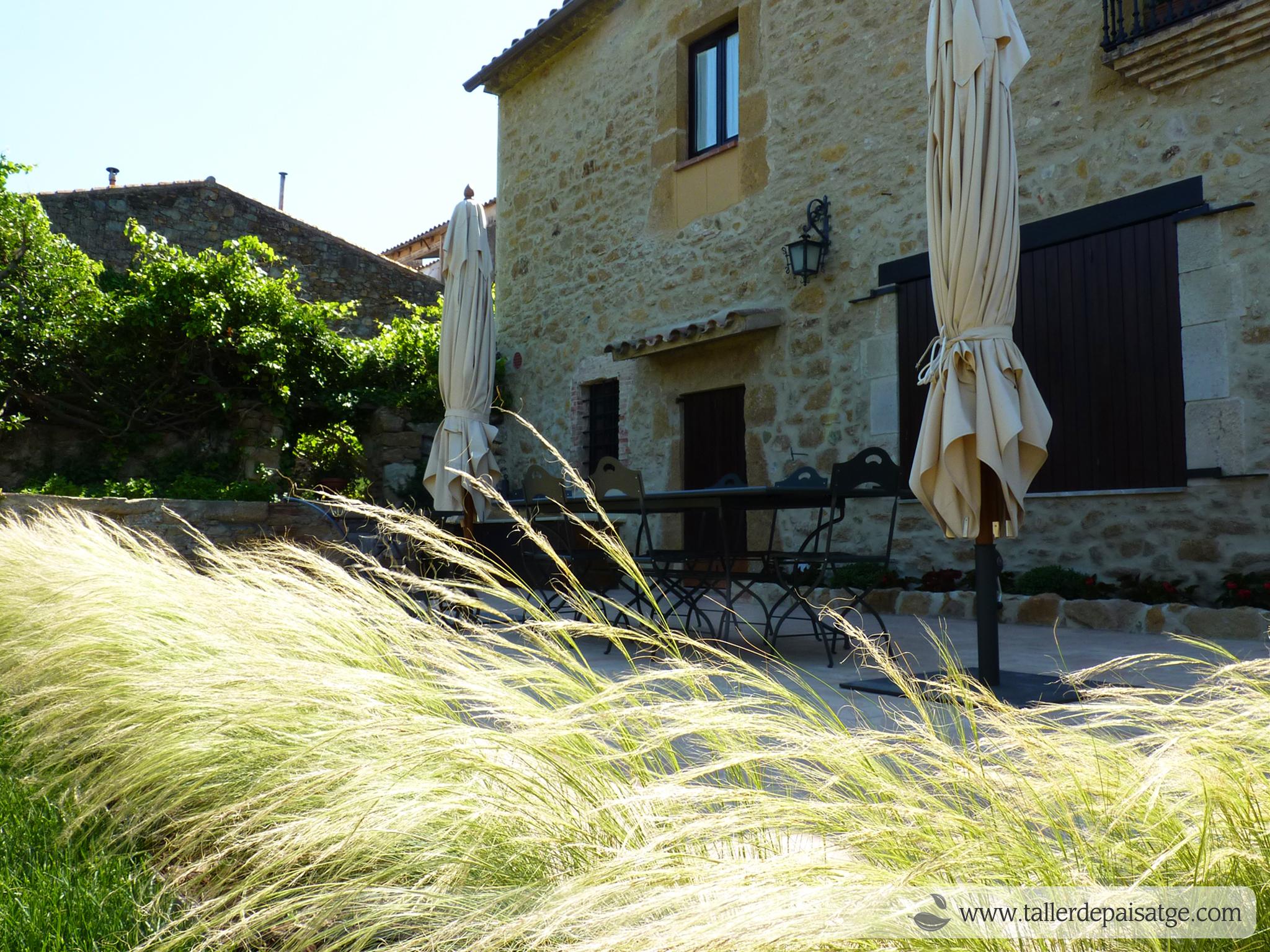 jardí casa rústica poble