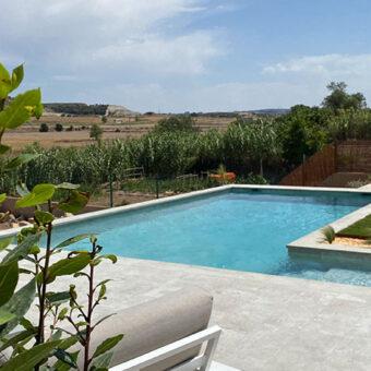 Garden & pool in La Segara