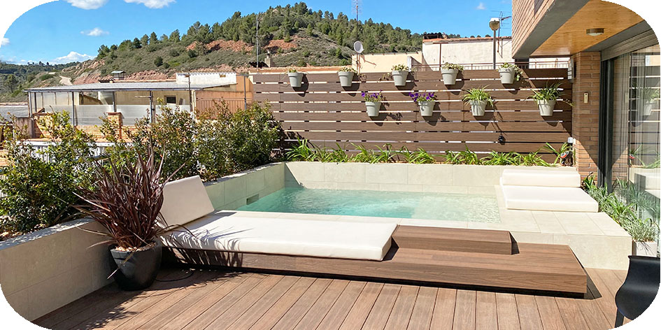 Terrassa i piscina a Sallent